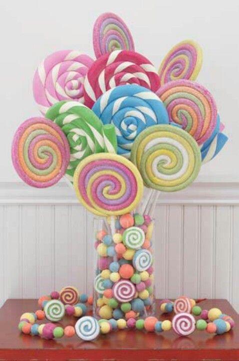 decoracao alternativa para festa infantil:Lollipop Centerpiece Candy Ideas
